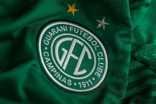 O Guarani tem uma estrela dourada e uma prateada em seu escudo. A dourada representa o Brasileirão de 1978 e prateada é o título da Taça de Prata de 198). O clube paulista ainda inclui uma estrela dourada em sua bandeira em homenagem a Everaldo, único do clube presente na conquista da Copa do Mundo de 1970.