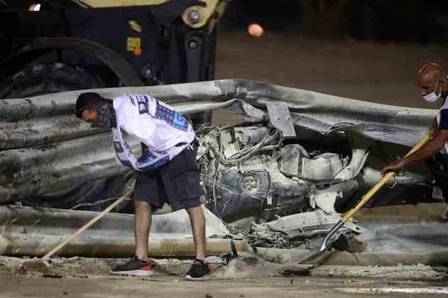 O guard-rail destruído com a pancada de Grosjean.