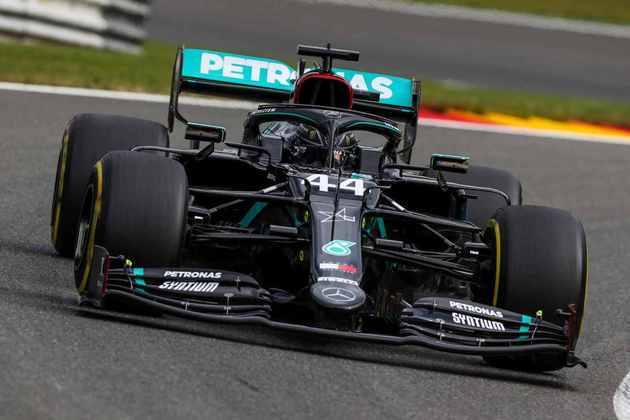 O hexacampeão mundial terminou o primeiro dia de treinos apenas 0s096 atrás do líder Max Verstappen