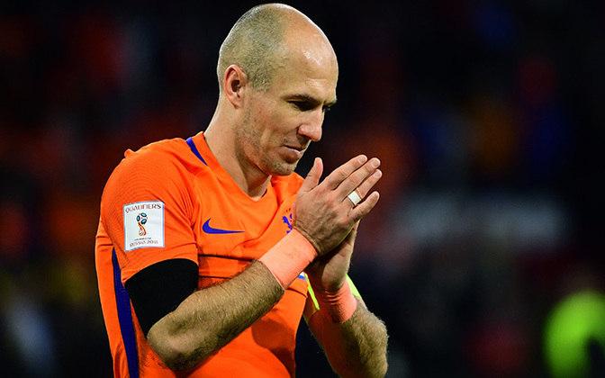 O holandês, falando em seleção, também tem campanhas marcantes por Copas do Mundo. Em 2010, bateu na trave perdendo para a Espanha na final