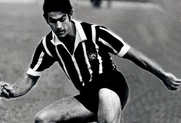 O ídolo corintiano Rivelino já admitiu em entrevista que era torcedor do Palmeiras até a adolescência, por conta de sua família ser italiana.