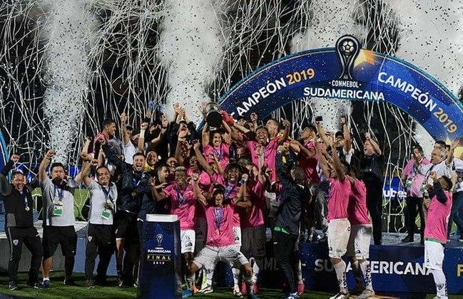 O Independiente del Valle fez história ao levantar a taça da Copa Sul-Americana em 2019. No entanto, três anos antes a equipe chegou à final da Libertadores depois de eliminar River Plate, Pumas e Boca Juniors. Na decisão, acabou perdendo para o Atlético Nacional.