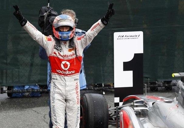 O inglês se envolveu em um incidente na volta 37, caiu para 21º e partiu para corrida de recuperação