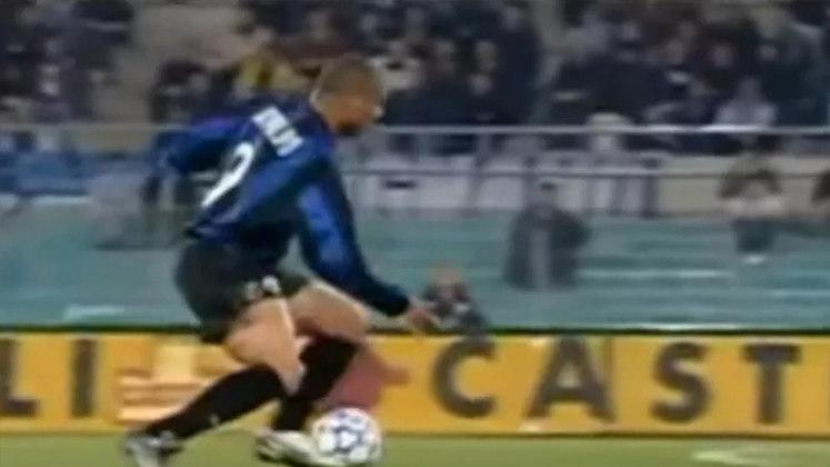 O início da temporada 1998-99 foi traumática para Ronaldo, pois o artilheiro sofreu com diversas lesões seguidas e teve que ficar fora dos gramados por 15 meses. Quando retornou em 2001, ainda sentia algumas sequelas das cirurgias e não repetiu o rendimento que teve em anos anteriores.