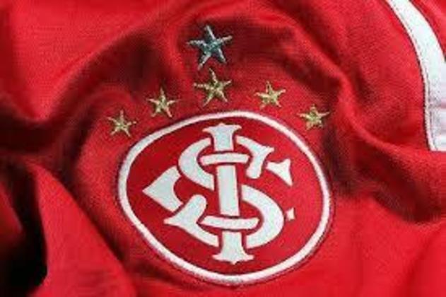 O Inter tem versões sem e com as estrelas no escudo. Elas significam uma para cada Brasileiro (1975, 1976 e 1979), uma outra para a Copa do Brasil (1992) e uma grande, no topo, representava a Libertadores, que depois foi substituída por uma prateada, representando o título Mundial de 2006.