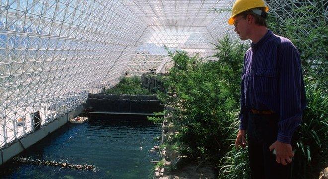 Biosfera 2 reproduziu vários ecossistemas terrestres, como um bosque tropical e um oceano com corais