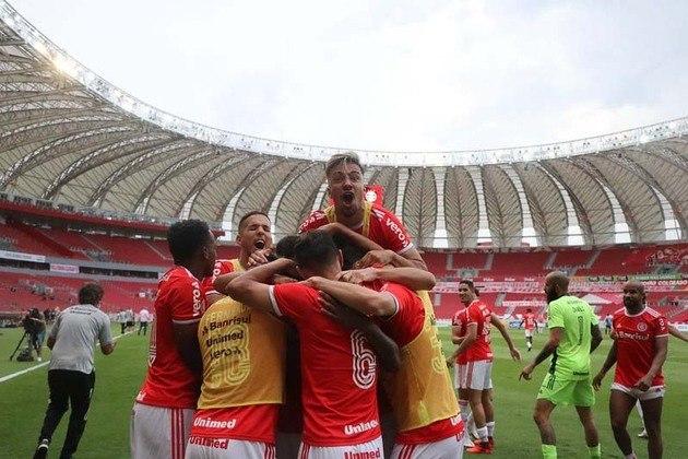 O Internacional, por sua vez, será campeão brasileiro caso vença o jogo de domingo, no Maracanã. Um empate não muda a situação da tabela e deixa o Inter na frente para decidir o título contra o Corinthians no Beira-Rio.