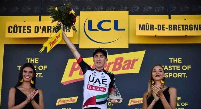 O irlandês Dan Martin, da UAE, venceu nesta quinta-feira sua segunda etapa da Volta da França na carreira, a primeira nesta edição. Ele fez uma arrancada na reta final e compl