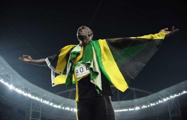 O jamaicano Usain Bolt gravou seu nome na história olímpica ao ser tricampeão em duas modalidades de pista de forma seguida, os 100 e 200 metros rasos. Ele acumulou nove medalhas