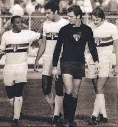 O jogador foi bicampeão paulista em 1970 e 1971, também sendo convocado para a Seleção Brasileira.