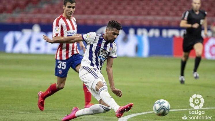 O jogador foi contratado no começo do ano. Ele inclusive foi emprestado ao Valladolid e vai sair sem nunca ter entrado em campo com a camisa do Barça