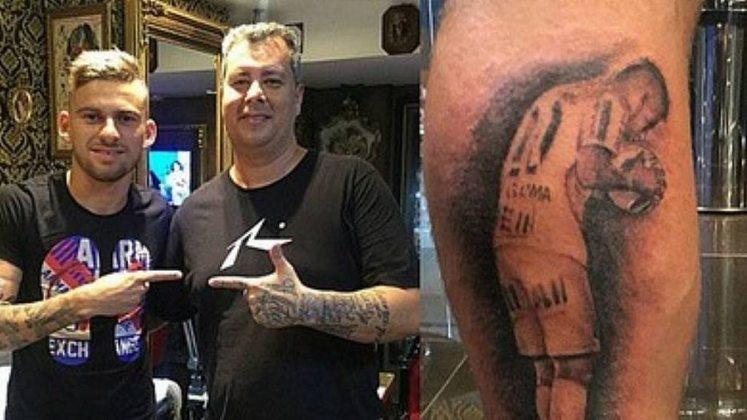 O jogador Lucas Lima fez uma tatuagem com o pênalti que deu o título paulista ao Santos em 2015