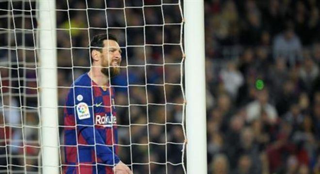 O jogo acontecerá no estádio do Barça, o Camp Nou. A decisão foi tomada após uma reunião de dirigentes do clube com as autoridades de saúde da Catalunha