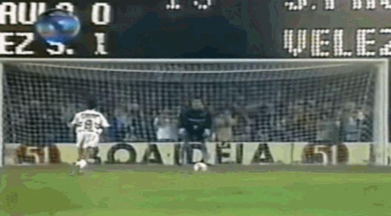 O jogo da ida, em Buenos Aires, na Argentina, terminou em vitória dos donos da casa, por 1 a 0. Na volta, no Morumbi, o São Paulo venceu pelo placar mínimo e empatando no placar agregado. Assim, a decisão foi para os pênaltis, nos quais o Vélez venceu por 5 a 3. O único pênalti perdido da disputa foi o da imagem, cobrado por Palinha e defendido por Chilavert.
