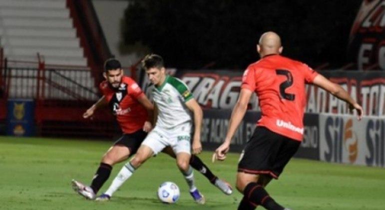 O jogo em Goiânia teve equilíbrio e gols no empate entre Coelho e Dragão