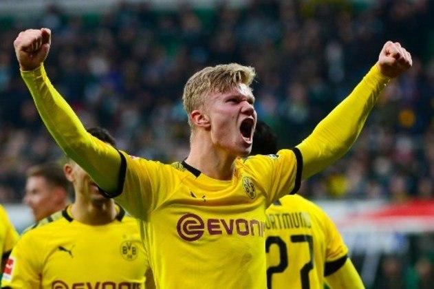 O jovem norueguês Haaland vinha fazendo uma temporada incrível, primeiro pelo Red Bull Salzburg e, depois, pelo Borussia Dortmund. Com apenas 19 anos, ele já marcou 35 gols em 40 partidas na temporada 2019/20.