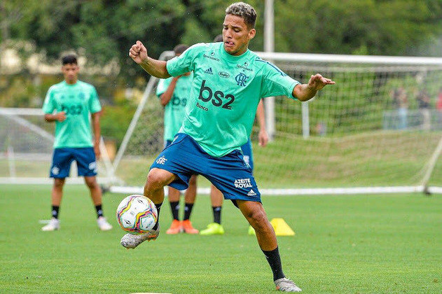 O jovem Thiago Fernandes também foi contratado no início de 2020, mas chegou, a princípio, para reforçar o Sub-20. Ao longo do ano, foi devolvido por empréstimo ao Náutico, clube que o havia vendido.