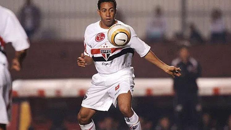 O lateral defendeu o Tricolor de 2004 a 2008, sendo tricampeão brasileiro de maneira consecutiva em 2006, 2007 e 2008 e campeão da Libertadores em 2005. Ele jogou 144 partidas pelo Tricolor, nas quais fez 6 gols.