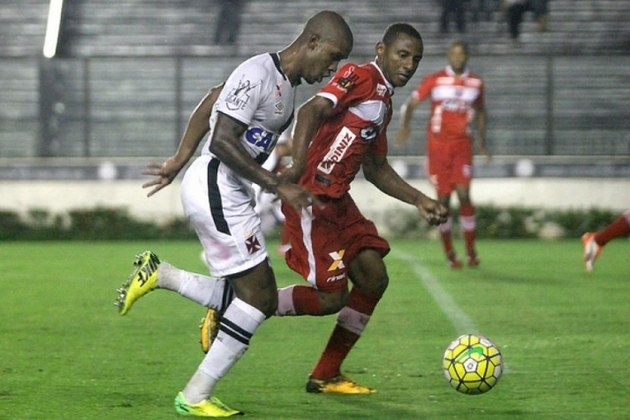 O lateral-direito Bruno Ferreira é mais um que foi contratado no início de 2015. Atualmente está no Aimoré (RS).