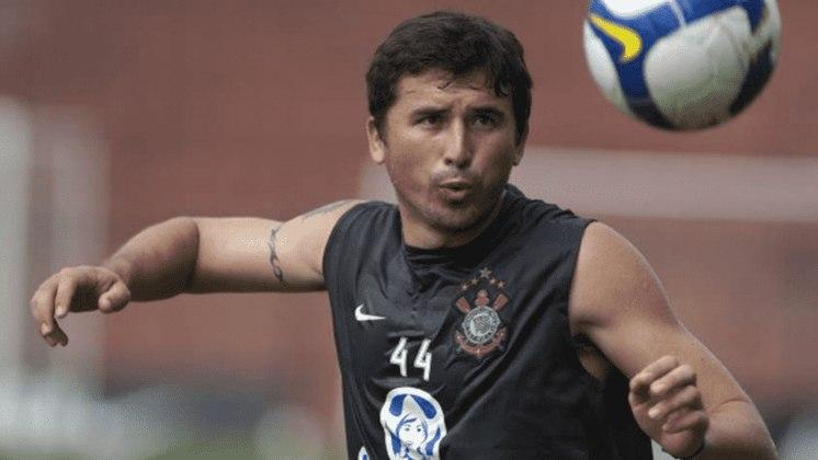 O lateral-direito Edgar Balbuena foi contratado pelo Corinthians em 2009 e teve poucas oportunidades na equipe. Acabou deixando o clube para defender o peruano Juan Aurich.