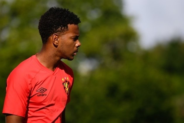 O lateral-direito Rafael está emprestado ao Cruzeiro até o final da Série B. Ele tem vínculo com o Leão terminando em maio de 2023.