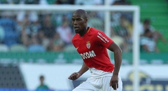 O lateral-direito Sidibé, do Monaco, se lesionou no último domingo (15) no jogo contra o PSG