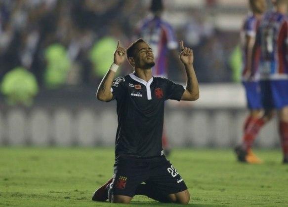 O lateral-direito/meia Glaybson Yago Souza Lisboa, o Yago Pikachu, se mostrou um verdadeiro artilheiro no Paysandu e hoje defende o Vasco. O jogador ganhou o coração da toricda carioca.