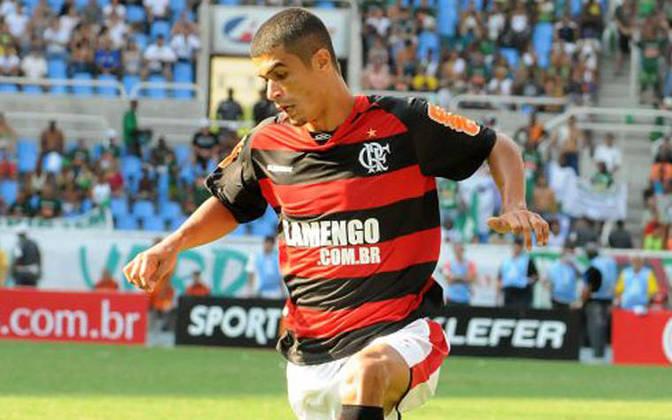 O lateral Egídio, hoje no Fluminense, venceu três Campeonatos Cariocas e a Copa do Brasil de 2006 com o rival Flamengo. Já com o Palmeiras, foi campeão da Copa do Brasil de 2015 e do Campeonato Brasileiro de 2016.