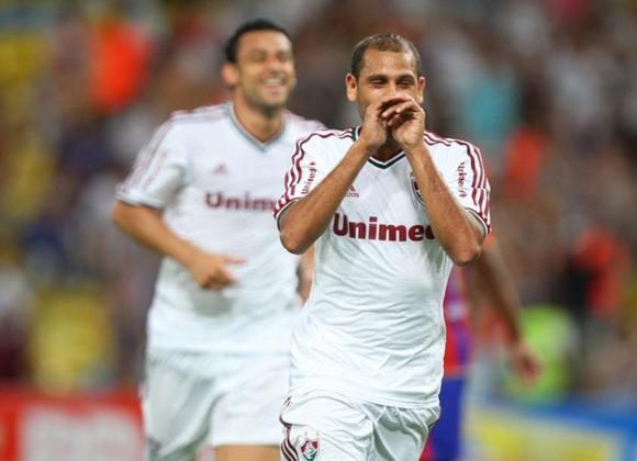 O lateral-esquerdo Carlinhos, de 33 anos, está sem clube desde que deixou o CSA, no fim do ano passado. De acordo com o Transfermarkt, seu valor de mercado é de 550 mil euros (R$ 3,08 milhões)