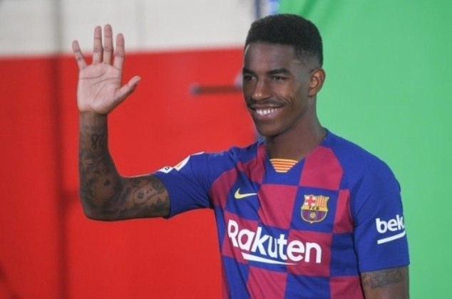 O lateral-esquerdo Junior Firpo, de 24 anos, esteve em ação apenas 29 minutos com a camisa do Barcelona