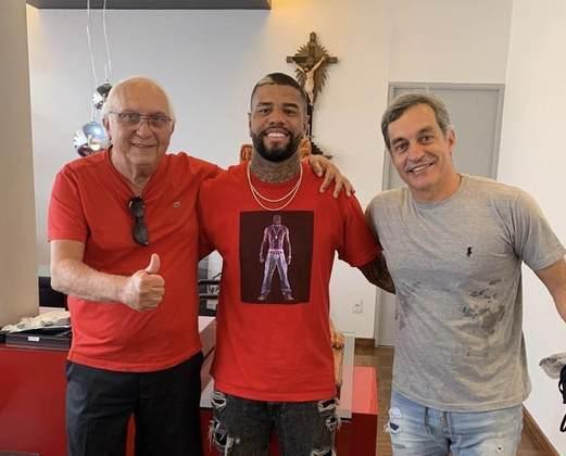 O lateral-esquerdo Júnior Tavares chegou em Recife e foi oficializado como reforço do Sport até o final do Brasileirão