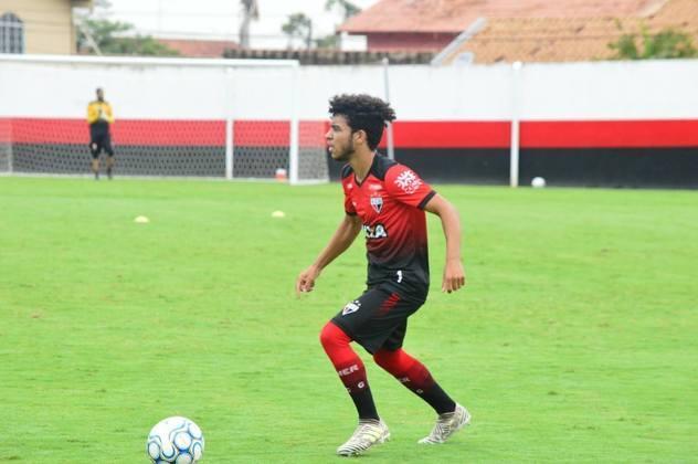 O lateral-esquerdo Moraes está emprestado ao Mirassol até junho de 2021. Seu vínculo com o Dragão acaba em dezembro de 2022.