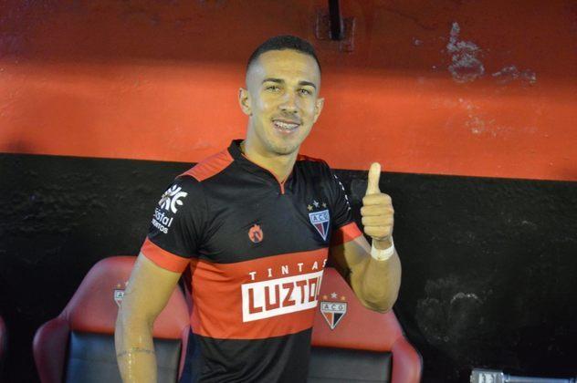 O lateral-esquerdo Nicolas está emprestado ao Atlético-GO até deembro de 2020, mesmo período que termina seu vínculo com o Furacão.