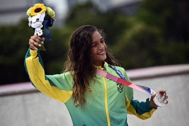 O levantamento do Comitê Olímpico Internacional e Olympedia confirmou que o pódio de Rayssa Leal foi o mais jovem já registrado na história das Olimpíadas desde 1896. A skatista brasileira, de 13 anos, conquistou a medalha de prata no skate street feminino.