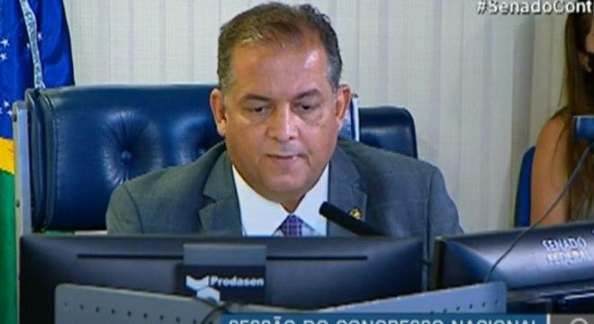 O líder do governo no Congresso, Eduardo Gomes, conduziu sessão que derrubou veto