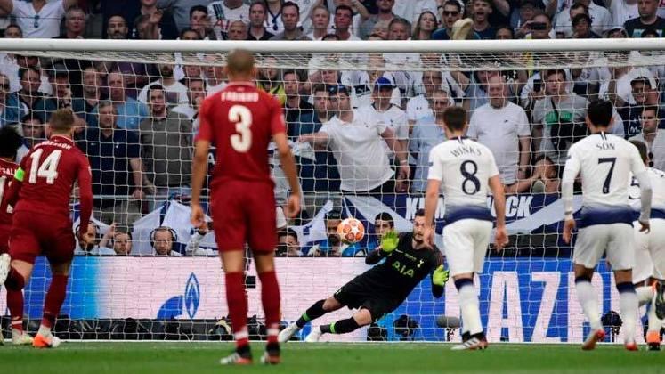 O Liverpool saiu na frente do placar já com dois minutos de jogo, quando Mohamed Salah converteu um pênalti. O restante do jogo foi controlado pelos Reds, que ainda ampliaram aos 42 minutos do segundo tempo com Origi.