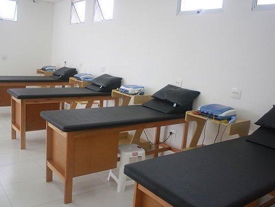 O local também conta com sala de fisioterapia para a recuperação dos jogadores lesionados.