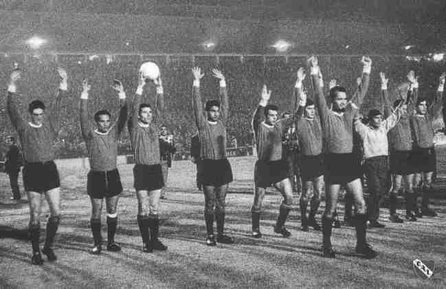 O maior domínio da história da Libertadores pertence ao Independiente, da Argentina. O clube detém sete títulos, sendo quatro em sequência (de 72 a 75). Os outros foram conquistados em 64, 65 e 84. Um dos grandes nomes desse elenco foi Ricardo Bochini, presente em cinco conquistas continentais. Na foto, time em 64.