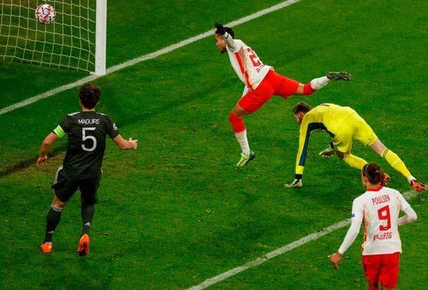O Manchester United amargou no meio de semana a eliminação na fase de grupos da Champions League. O time não foi páreo para o novato Leipzig e agora terá que se contentar com a Liga Europa.