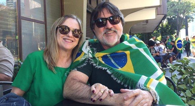 O médico Heitor Oliveira, de 62 anos, e sua esposa, a dentista Ana Maria Oliveira, 60, foram à Paulista para apoiar Bolsonaro