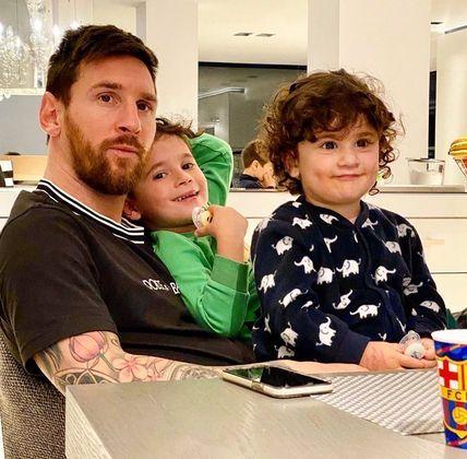 Já Messi, do Barcelona (ESP), tem aproveitado a quarentena para curtir os filhos e a esposa