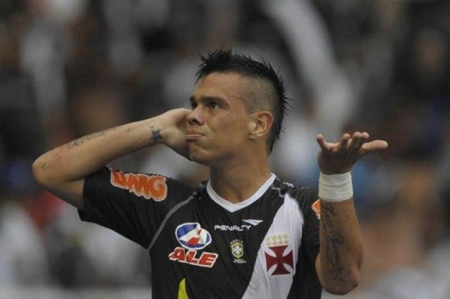 O meia Bernardo cobrou o Vasco em 2012 na Justiça. Segundo o atleta, o Cruz-Maltino lhe devia salários e não depositou 13 meses de FGTS.
