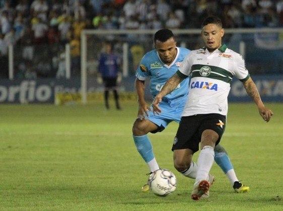 O meia Carlos Eduardo, de 32 anos, está sem clube desde que deixou o Coritiba no ano passado. Segundo o Transfermarkt, ele vale 800 mil euros (cerca de R$ 4,5 milhões)