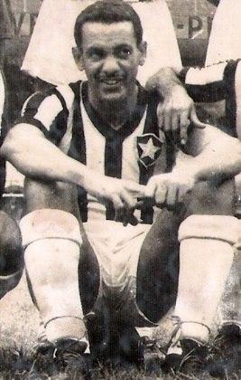 O meia-direita GENINHO, que atuou entre a década de 1940 e 1950, atuou em 425 partidas pelo Glorioso. Ele foi campeão carioca em 1948 e ficou bem popular por ter sido