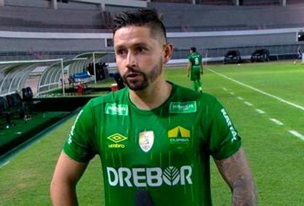 O meia Élvis foi o principal armador da campanha que levou o Cuiabá para a divisão de cima do futebol brasileiro. Ele deu seis assistências em 29 partidas e ajudou a equipe.