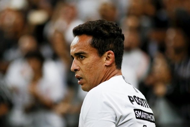 O meia Jadson, de 36 anos, está sem clube desde que rescindiu com o Corinthians, no início deste ano. De acordo com o Transfermarkt, seu valor de mercado é de 800 mil euros (R$ 4,47 milhões).