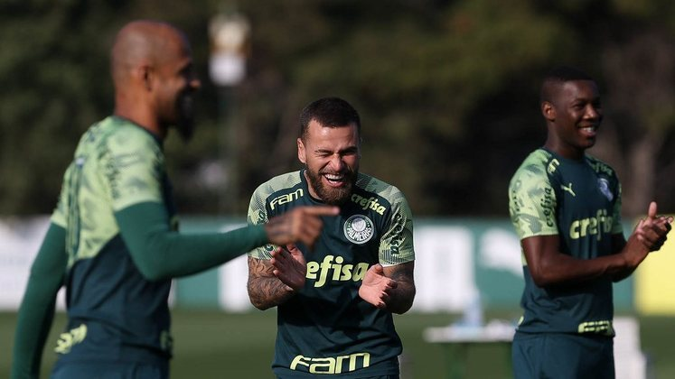 O meia Lucas Lima , que disputou aquela final pelo Santos, joga no Palmeiras desde o final do ano de 2017.