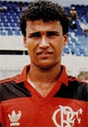 O meia Marquinhos, revelado pelo Flamengo, conquistou vários títulos pelo time da Gávea, como a Copa do Brasil de 1990, o Campeonato Carioca de 1991 e o Campeonato Brasileiro de 1992. Já com o Palmeiras, venceu o Paulistão de 1996 e a Copa Mercosul de 1998.