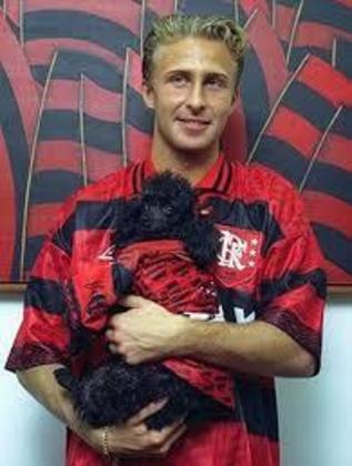O meia polonês Piekarski chegou no futebol brasileiro em 1996, contratado pelo Atlético-PR. Jogou também pelo Flamengo e Mogi Mirim, antes de se aposentar e virar empresário de jogadores.