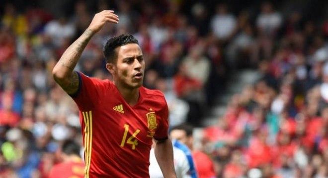 O meia Thiago Alcántara estreou na seleção espanhola em 2011. Estava na lista dos convocados para a Copa do Mundo de 2014, no Brasil, mas foi cortado devido a uma lesão. Defendeu a Fúria em 34 partidas. (Reprodução)